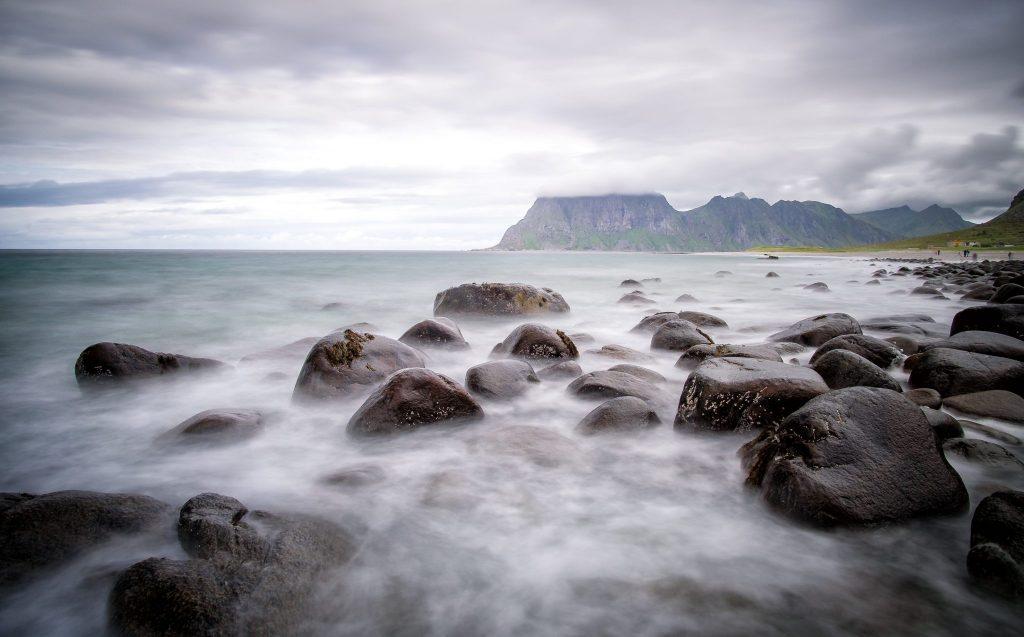 Langzeitbelichtung am Uttakleiv Beach