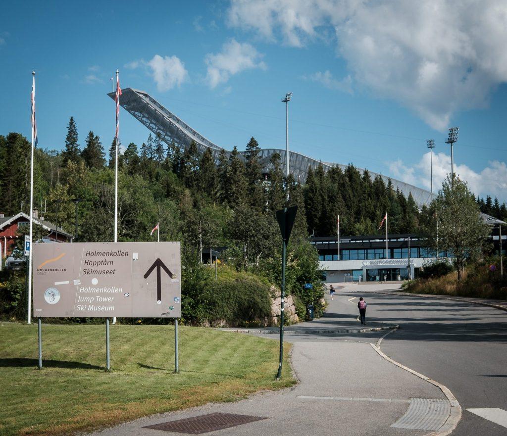 Wie eine Schlange am Berg: Die Holmenkollen Skisprungschanze