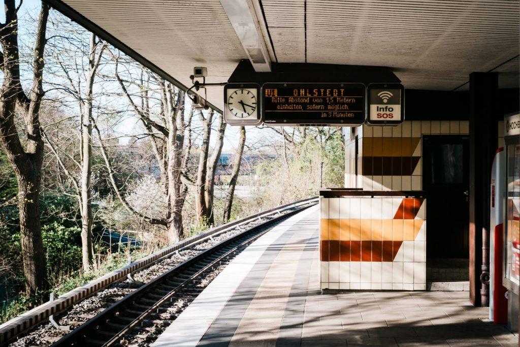 U Bahn Szenerie während der Covid 19 Pandemie / Corona Hamburg
