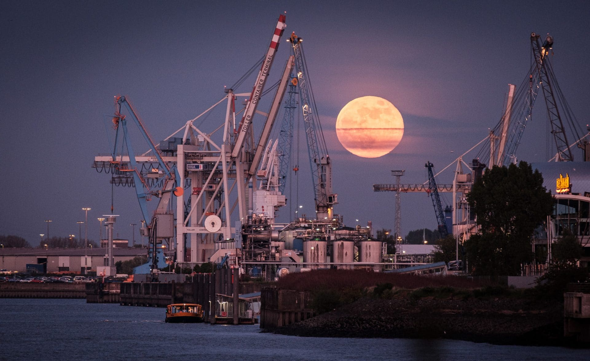 Spot für Mondaufgang