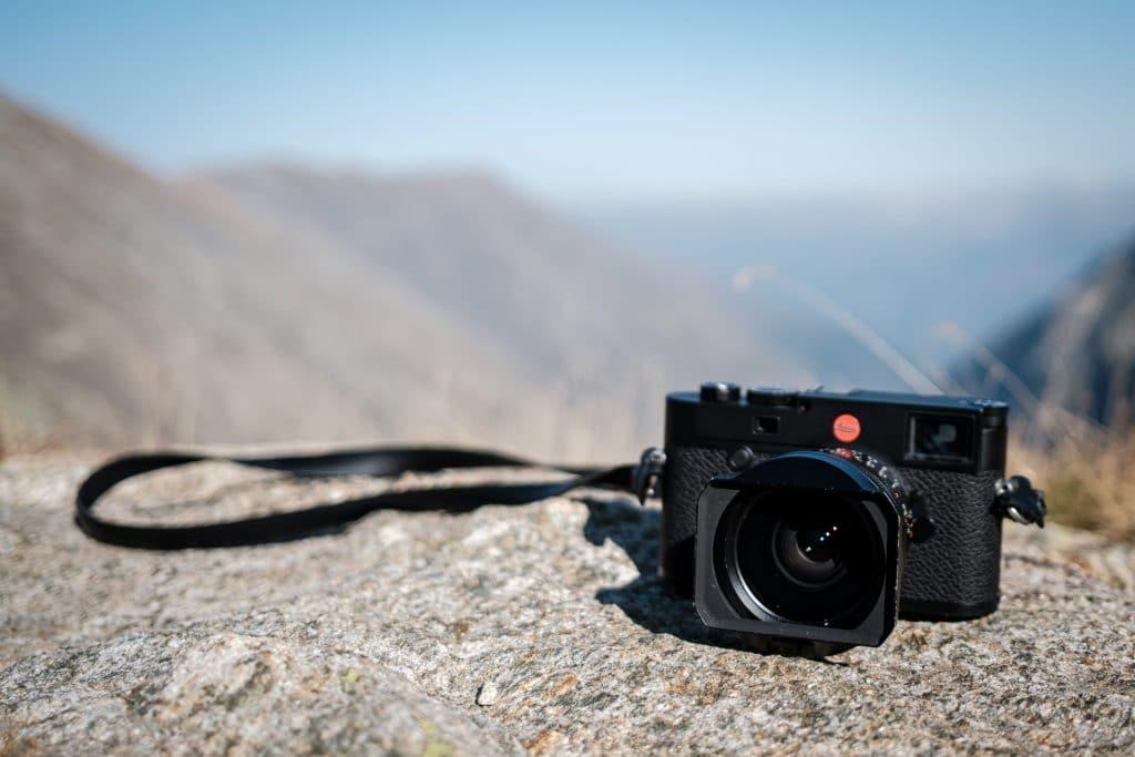 Ein Model, das man immer wieder in Szene setzen kann: Die Leica M10-R.