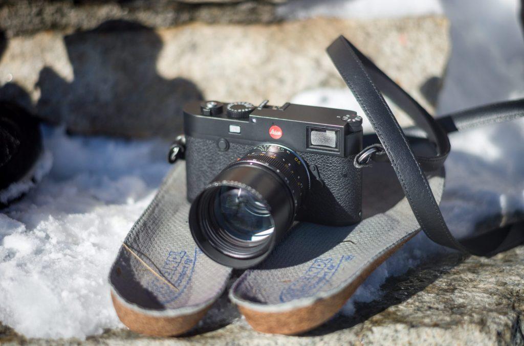 Die Leica passt auch hervorragend auf die Sohlen der Wanderschuhe ...