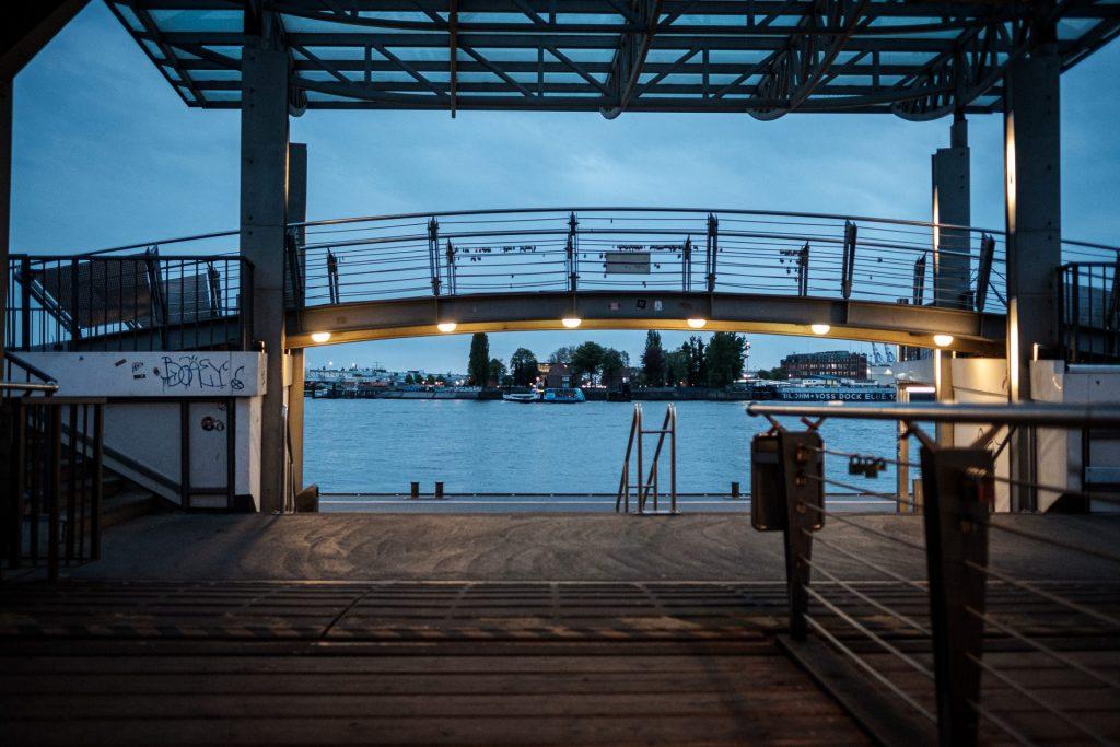 Hamburg-Landungsbrücken, Samstag Abend, 19:54 Uhr, im April 2020