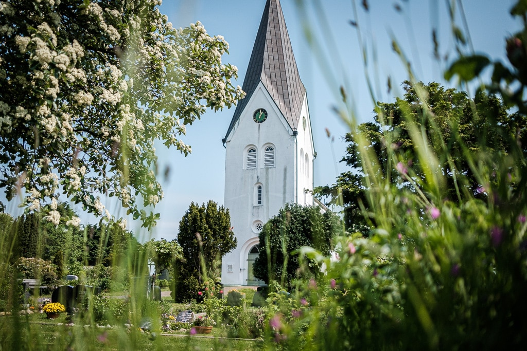 Die Kirche.